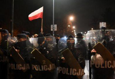 Jak Policja walczy z tłumem