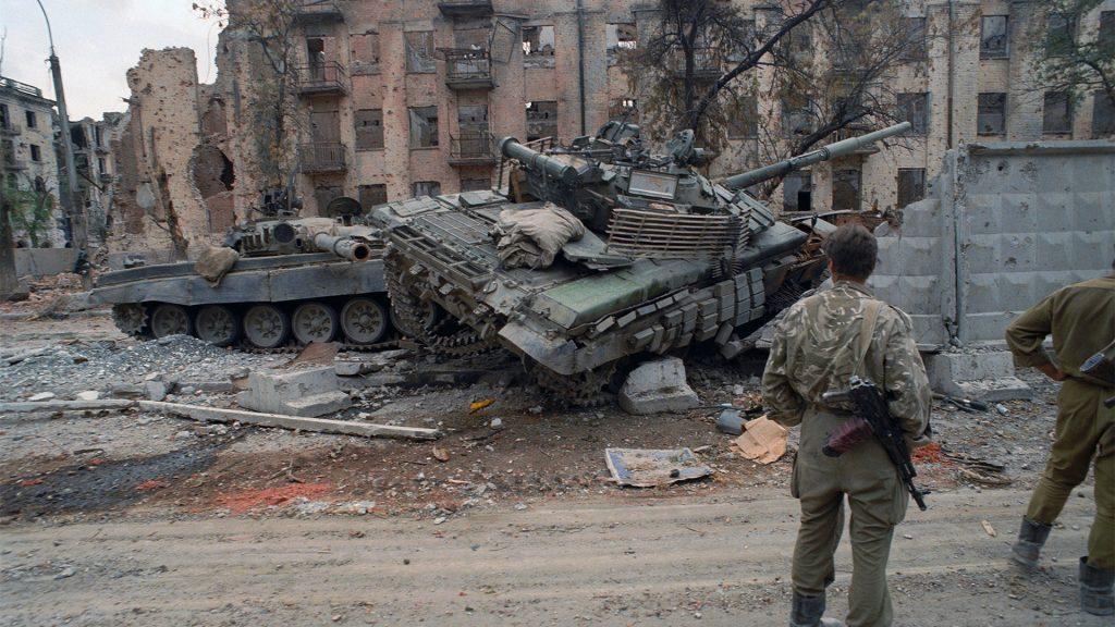 Zniszczone czołgi T-72 w mieście Grozny