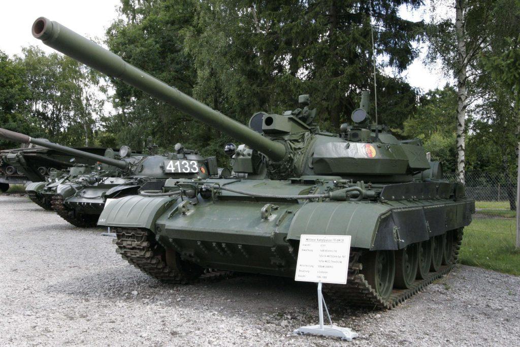 Czołg T-55AM2B z oznaczeniem NRD w Panzermuseum Munster.