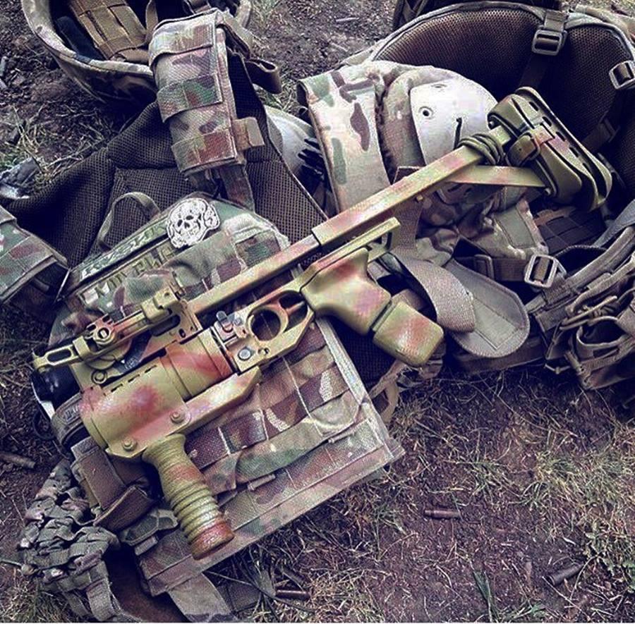 Ukraińska przeróbka w postaci samodzielnego granatnika GP-25 z metalowa kolbą. (Źródło: https://www.facebook.com/TheMilMag2/photos/a.871586039536290/2364240566937489/)