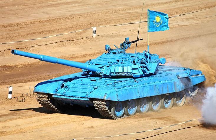 Na zdjęciu czołg T-72B w barwach drużyny z Kazachstanu podczas biathlonu czołgowego w 2013 r.